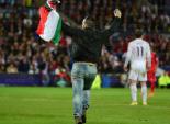 مشجع يقتحم مباراة السوبر الأوروبي بعلم فلسطين