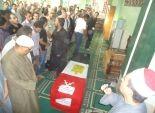بالصور| تشييع جثمان شهيد الفيوم والمحافظ يتقدم الجنازة