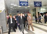 وزير الطيران المدني يتفقد مطار أسوان