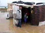 صورة توضح معاناة اللاجئين السوريين تحت الأمطار والثلوج دون مأوى