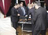 كلاشينكوف «القيصر» ينضم لمتحف الهدايا.. والدلالة: «إحنا فى ضهركم»