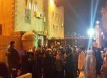بالصور| تجمهر العشرات من أهالي المحتجزين أمام قسم شرطة مصر القديمة