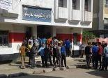 بالصور طلاب الثانوية الزراعية بفارسكور يتظاهرون أمام الإدارة التعليمية