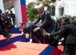 الرئيس الفرنسي يسقط على الأرض أثناء احتفال رسمي في هاييتي