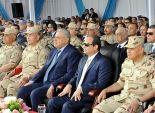 السيسي يمنح أوائل الخريجين المصريين والوافدين نوط