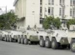 3 سيارات تابعة للجيش تجوب معرض الكتاب.. والجمهور يلتقط مع الجنود الصور التذكارية