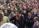 العمال الموسميون يقتحمون مكتب وكيل وزارة الصحة بأسيوط مطالبين بالتثبيت